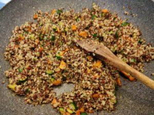 Quinoa mista alle zucchine - procedimento-2-300x225