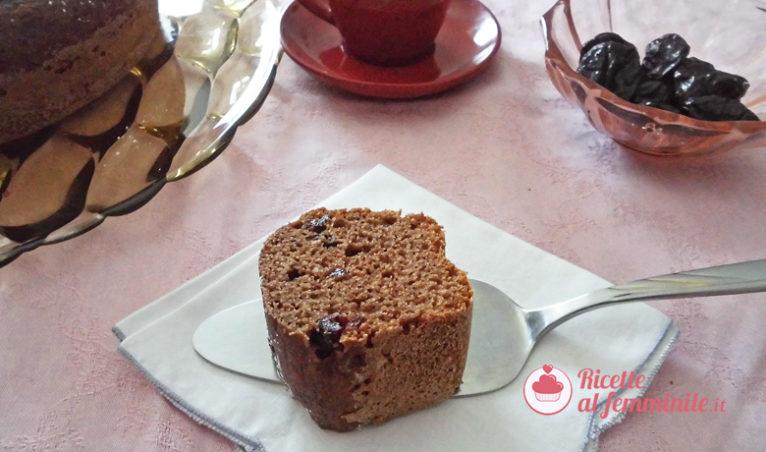 Torta con prugne secche e cioccolato - immagine-evidenza-ricettealfemminile-Copia2-766x452