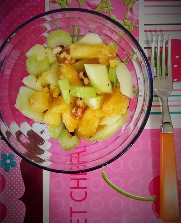 Insalata ananas, mela verde e sedano