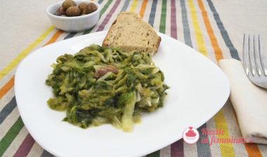 Scarola in padella con olive, capperi e alici