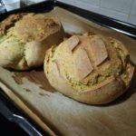 Pane con lievito madre alla curcuma e semi di papavero 6