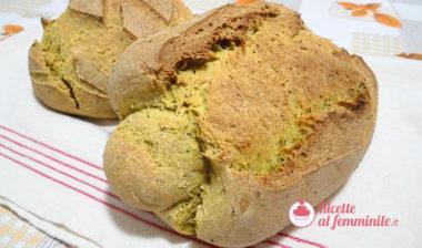 Pane con lievito madre alla curcuma e semi di papavero
