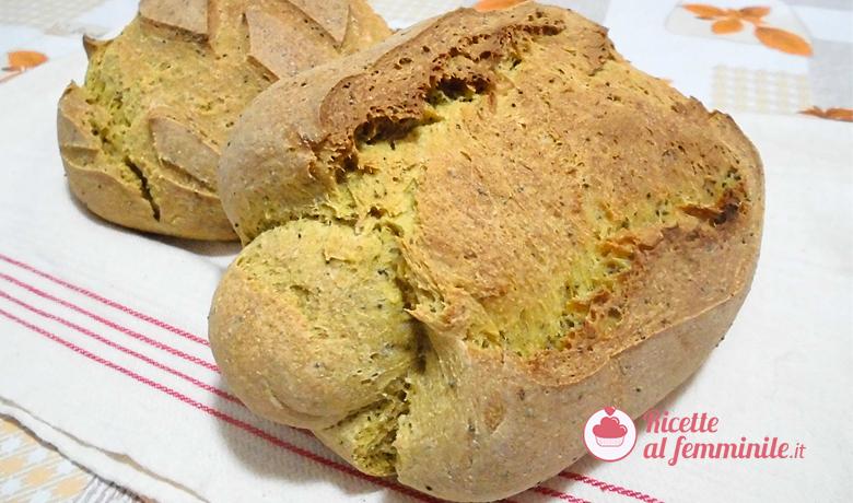 pane-con-lievito-madre-alla-curcuma-e-semi-di-papavero