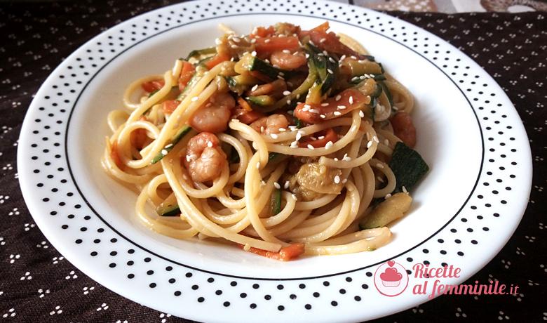 Spaghetti zucchine e gamberetti con salsa di soia 1