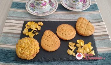 Biscotti con corn flakes e mandorle