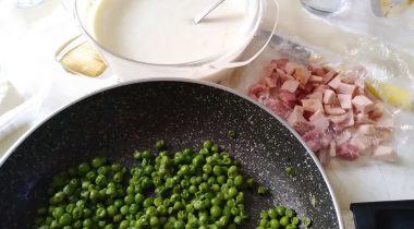 Fettuccine paglia e fieno al forno con besciamella 5