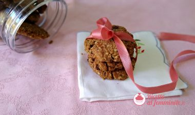 Biscotti con farina di fragole e cioccolato senza uova