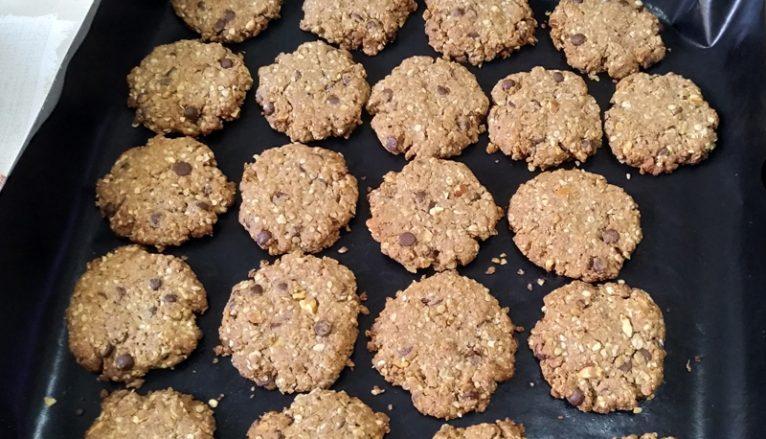 Biscotti con farina di fragole e cioccolato senza uova 4